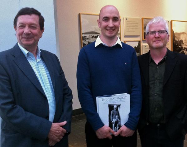 Micheál de Mórdha, Ciarán Walsh, Dáithí de Mórdha at the opening of Fairscin Inise / An Island Portrait  in Ionad an Bhlascaoid Mhóir in 2013.